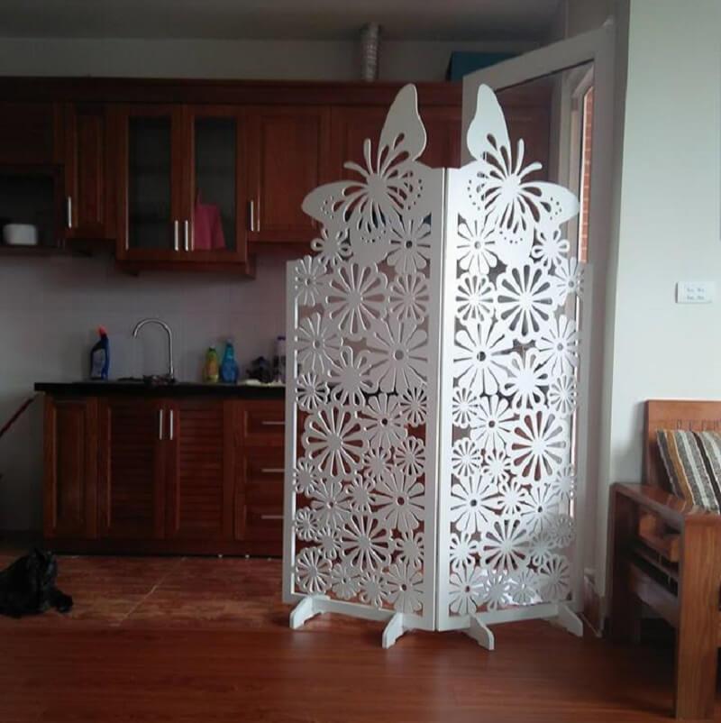 2 tấm vách cnc con bướm ngăn phòng khách và bếp