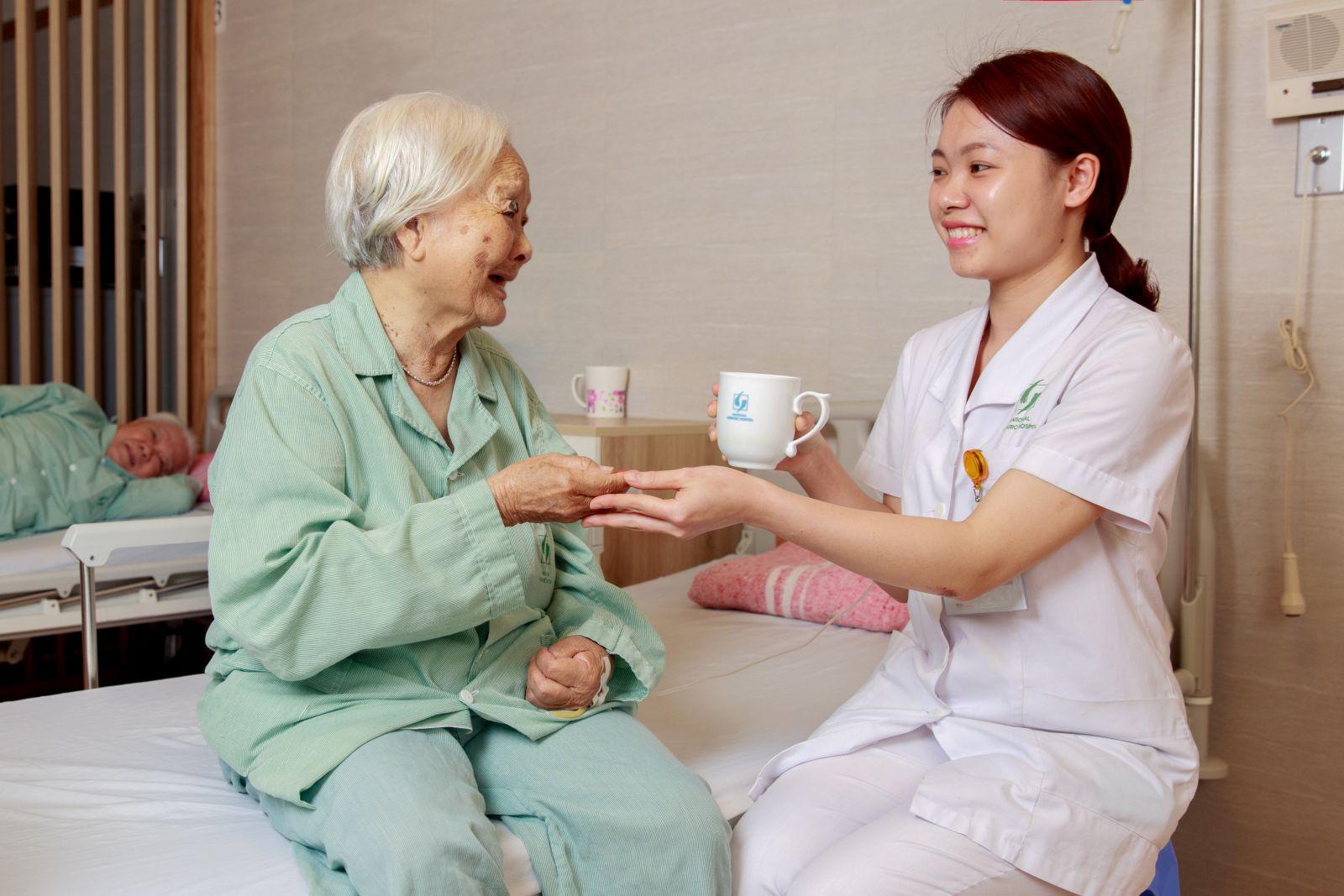 Địa Chỉ Chăm Sóc Người Già Tại Nhà Và Tại Bệnh Viện Tận Tâm