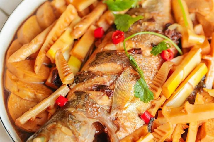 Bí kíp mới lạ cho món cá bạc má kho măng le