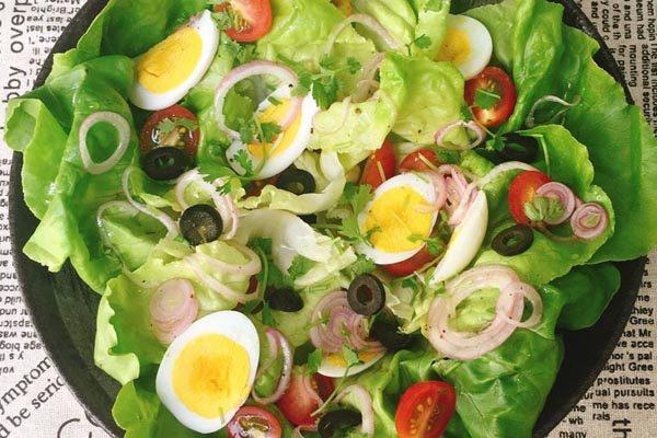 Buổi sáng tràn năng lượng với salad trộn dầu giấm