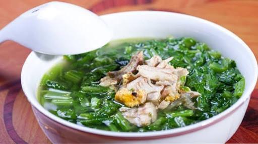 Công thức canh cải xanh nấu gừng ấm lòng ngày mưa