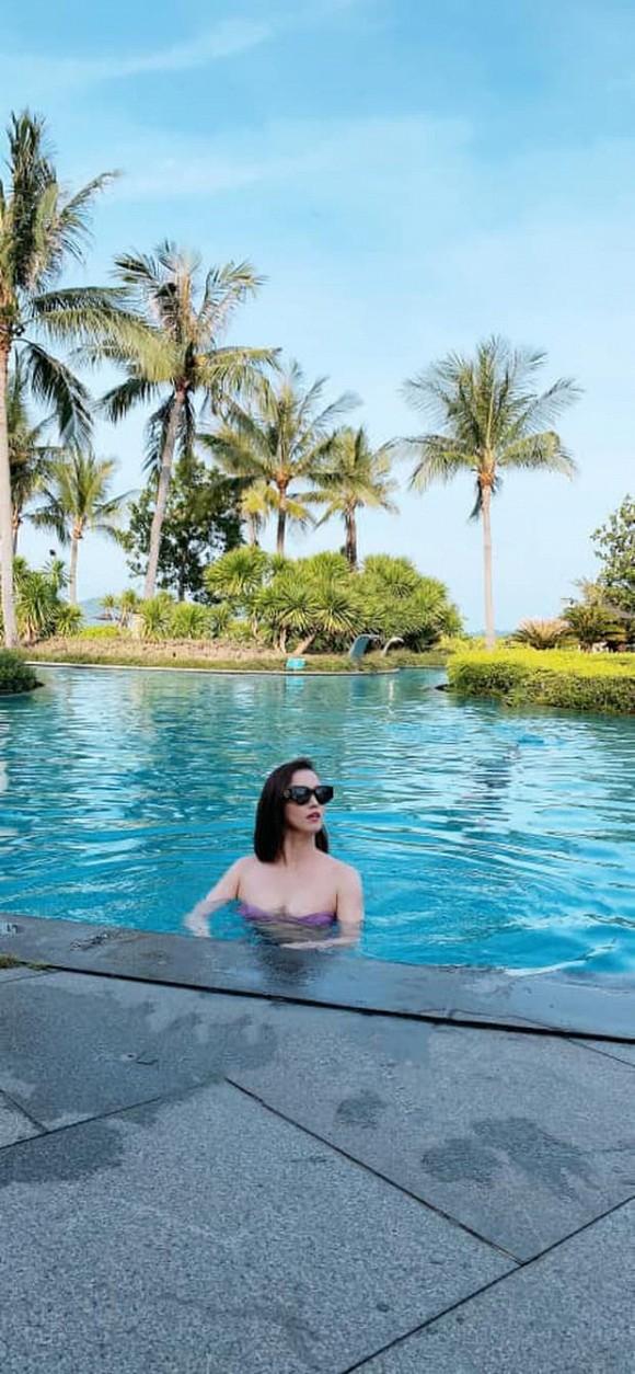 Dân tình 'phát lú' vì tưởng Lã Thanh Huyền thả rông ở bể bơi, nữ diễn viên còn 'thêm dầu vào lửa'