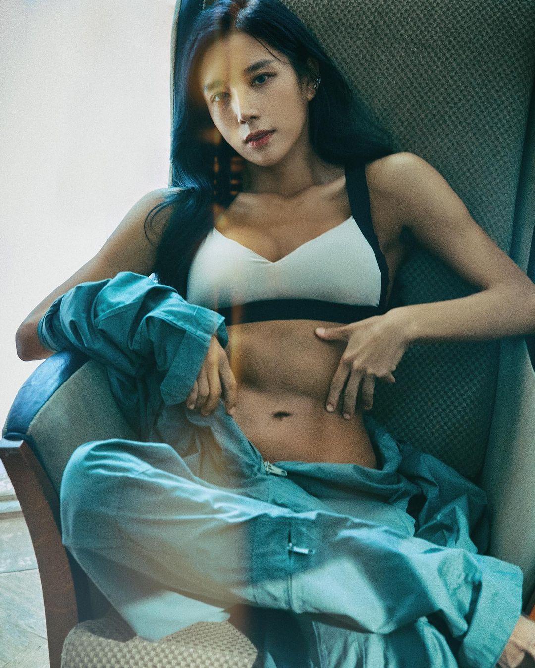 """""""Người đàn bà lực điền xứ Hàn"""" khoe thân hình múi nào ra múi nấy dù đã gần tuổi 40 - 1"""