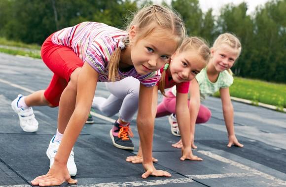 Trẻ con hay gắt gỏng và không kiểm soát được cảm xúc của mình, cha mẹ có thể hướng dẫn trẻ theo 3 cách