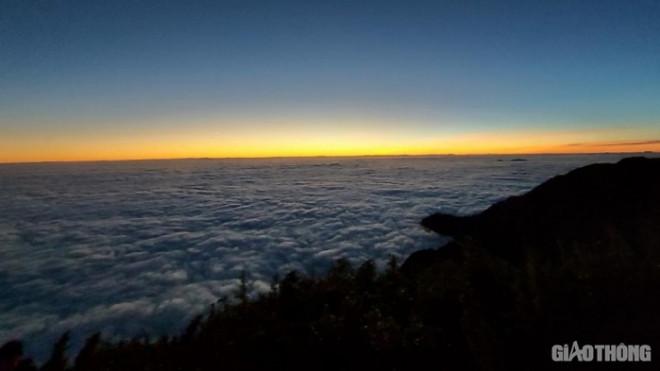 """Lên Sapa """"săn mây"""" trên dãy núi Ngũ Chỉ Sơn - 1"""
