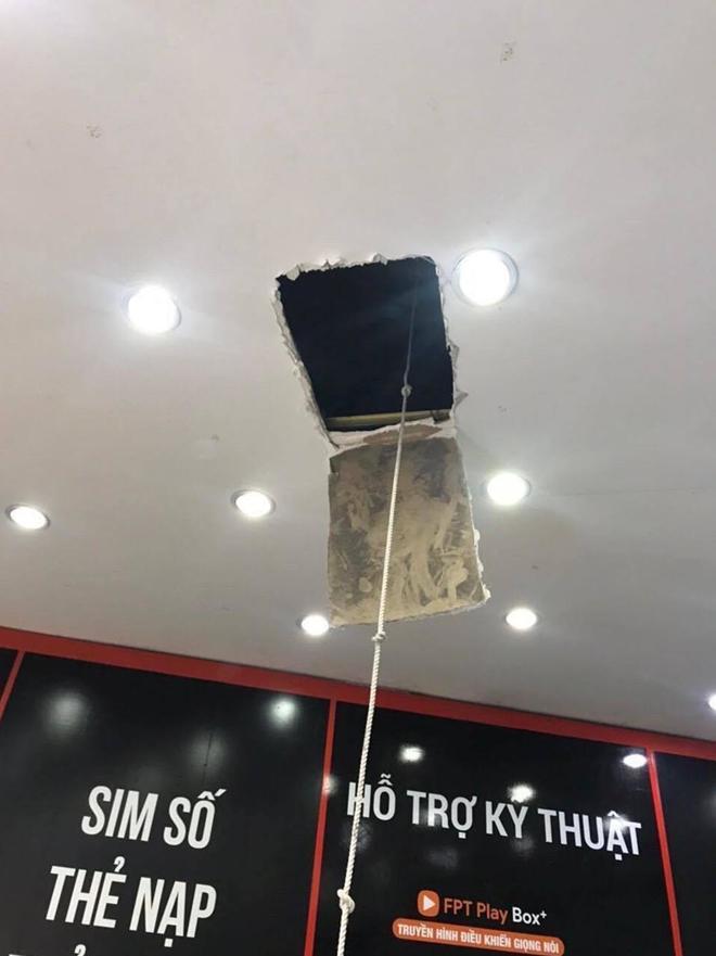 Khoét trần, đu dây trộm hơn 120 triệu đồng trong cửa hàng FPT - 1