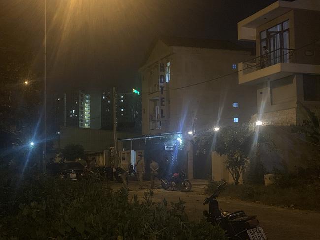Người phụ nữ tử vong trong khách sạn ở TP.HCM là do bị siết cổ - 1