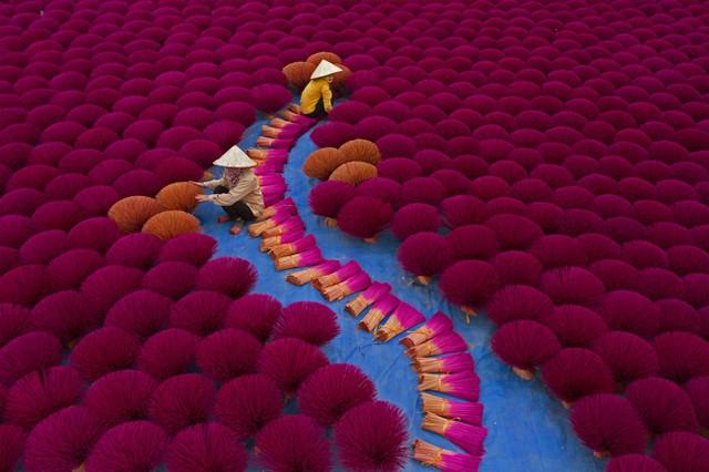 Sửng sốt với những bức ảnh về Việt Nam tại giải ảnh quốc tế hàng đầu thế giới - 1