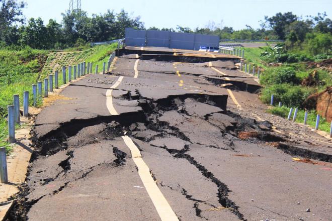 Khởi tố vụ đường tránh 250 tỷ đồng bị sụt lún như động đất - 1