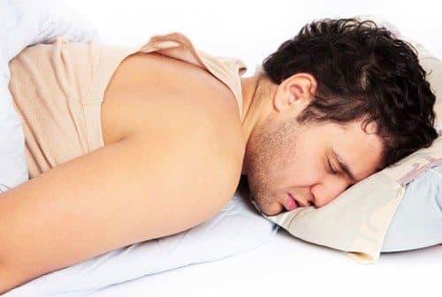Mới 28 tuổi mà 2 quả thận đã gần như bỏ đi, chàng trai bị bác sĩ mắng: 'Làm quá nhiều chuyện đó trước khi ngủ, thận nào chịu nổi'