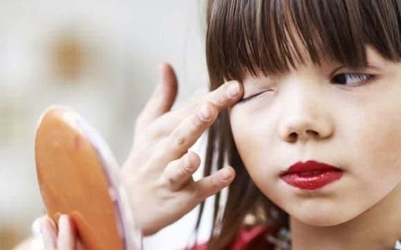 Con gái lớp 4 đi tắm, mẹ liếc nhìn và phát hiện điều bất thường khiến đêm về mất ngủ, phải đến gặp bác sĩ
