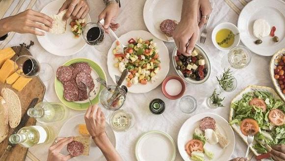 Phòng tránh ung thư ruột hãy nhớ nguyên tắc: 2 ăn 3 không ăn