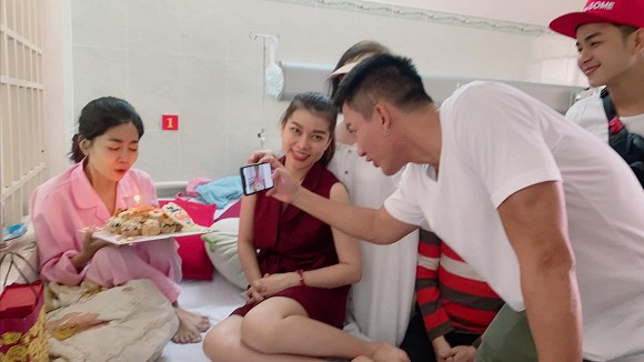 Sau chuyến du lịch cùng con gái, Mai Phương đón sinh nhật tuổi 35 trong bệnh viện