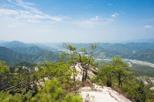 Cảnh quan trên đỉnh ngọn núi này giống hệt sa mạc, được ví như ''thiên đường đi bộ đường dài'' - 1
