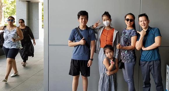 Bán cả nhà và xe để chữa bệnh ung thư cho con gái, nỗ lực của đạo diễn phim 'Những ngọn nến trong đêm' cũng được đền đáp