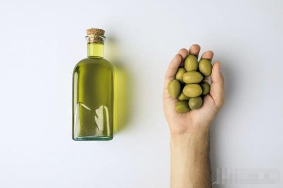 Ngừng việc tự ép dầu và ăn đi! Chuyên gia: Dầu tự ép có thể chứa aflatoxin, gây ung thư
