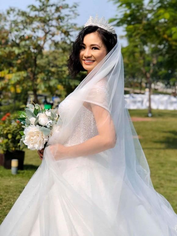 Diệu Hương tiết lộ bố bị ung thư và qua đời khi cô đang đóng phim 'Hoa hồng trên ngực trái'