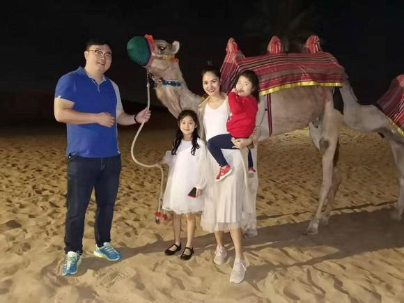Hoa hậu Hương Giang cùng gia đình quay lại du lịch Dubai sau 10 năm