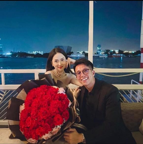 Dân tình bóc giá bộ đồ Hương Giang diện khi kỷ niệm 2 tháng hẹn hò với Matt Liu, riêng phụ kiện đã gần 900 triệu đồng
