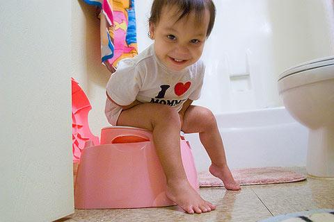 Thủ thuật giúp các bé chịu ngồi bô