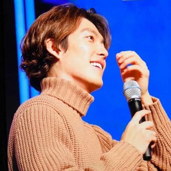 Kim Woo Bin khỏe mạnh tươi cười, visual đỉnh hơn xưa trong fan meeting sau 3 năm điều trị ung thư