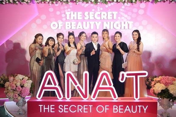Hoa hậu Phan Thị Mơ khoe chân dài dự ra mắt thương hiệu mỹ phẩm ANA'T