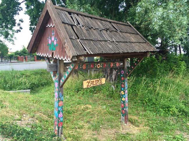 Ngôi làng phát cuồng với các họa tiết bằng hoa, biết được nguồn gốc ai cũng bất ngờ - 1