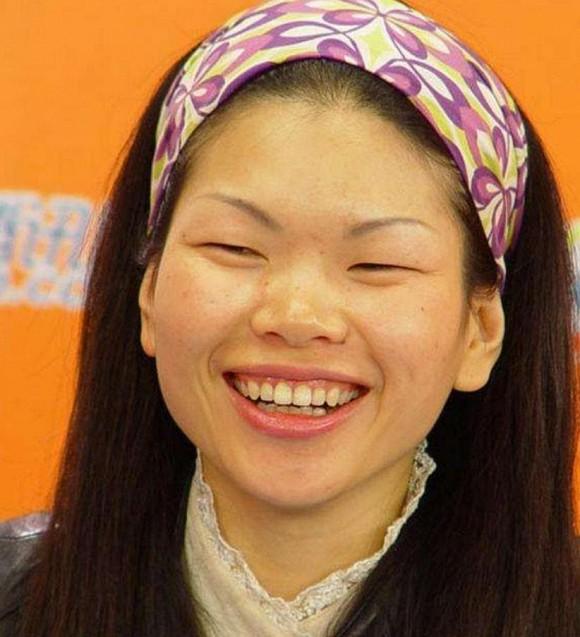 Bạn còn nhớ 'Người mẫu xấu xí số 1 Trung Quốc' Lữ Yến chứ? Con trai cô ấy lớn lên như một hoàng tử lai, đẹp trai đến khó nhận ra