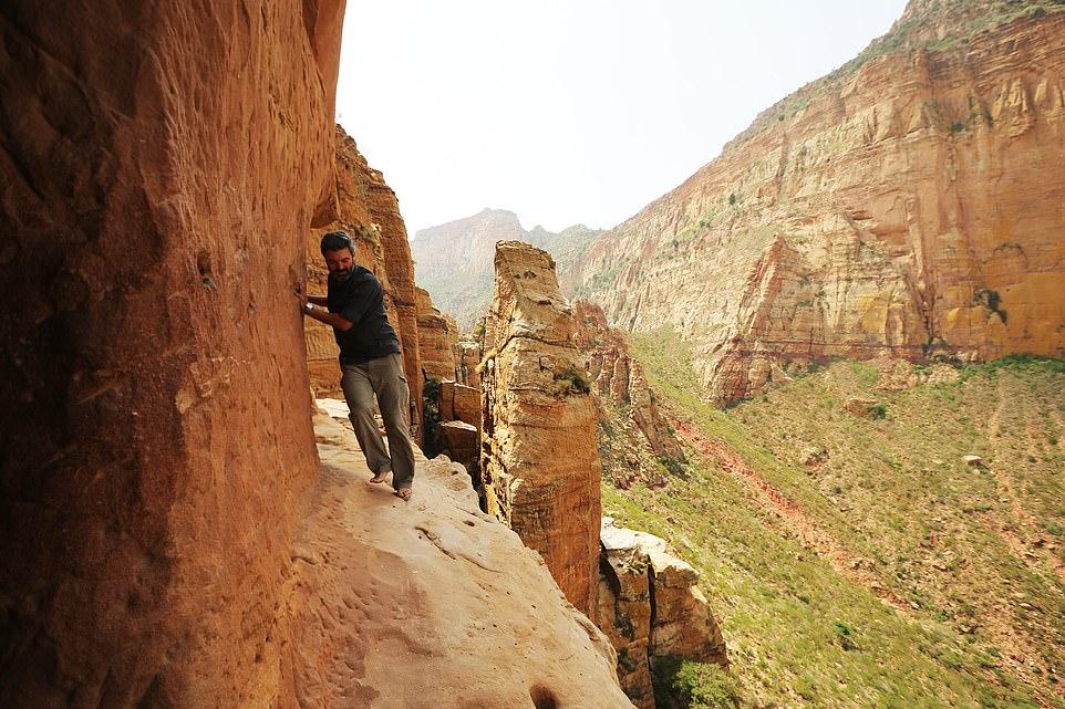 """Hành trình táo bạo của nhà thám hiểm châu Phi đem lại trải nghiệm vừa thú vị vừa """"run người"""" - 1"""