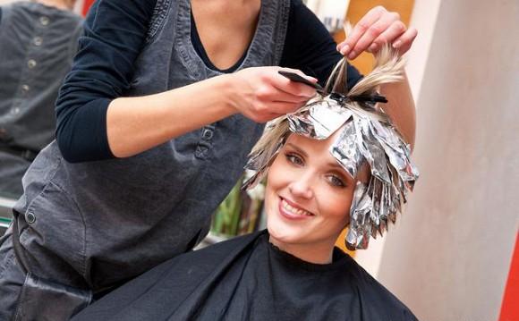 Nhuộm tóc màu có gây ung thư không? Cách khoa học để không nguy hiểm cho tóc và da đầu