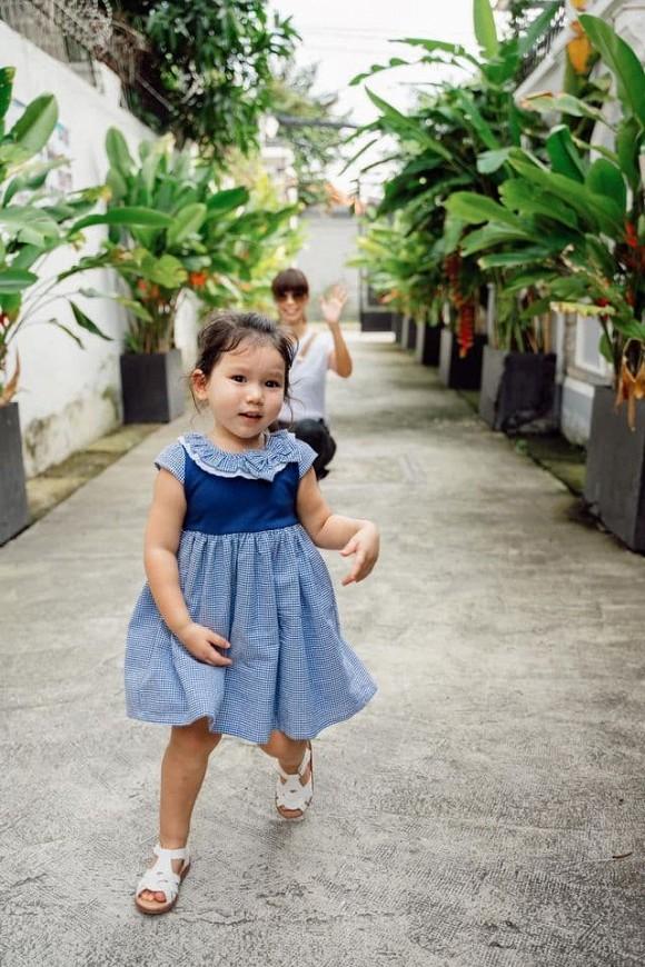 Siêu mẫu Hà Anh tiết lộ bí quyết để con gái đi học dạn dĩ, không quấy khóc như nhiều trẻ khác