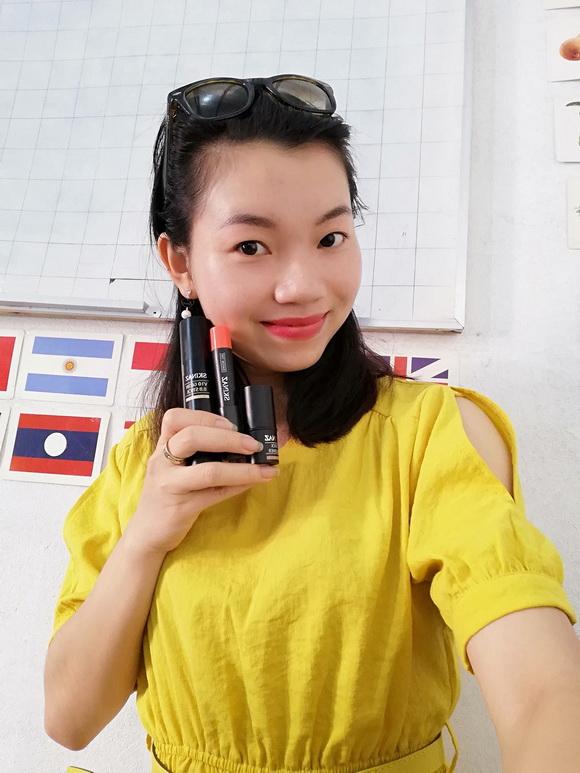 Cô gái Hải Phòng bén duyên với mỹ phẩm SKINAZ