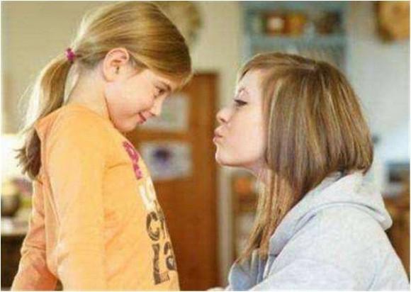 Mẹ 'thay đồ' trước mặt con: Bạn không thể tưởng tượng được 'tác hại' của nó!