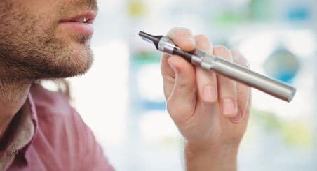 Thuốc lá điện tử có những nguy hiểm gì? Nó có hại hơn hút thuốc lá thông thường không? Những bệnh gì sẽ xảy ra