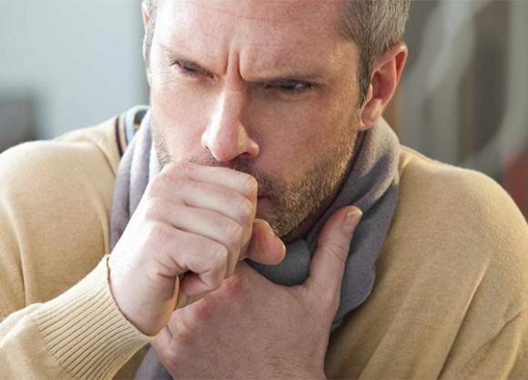 Người đàn ông bị ung thư phổi sau 1 năm bỏ thuốc - bác sĩ cảnh báo 3 cơn đau tai hại này